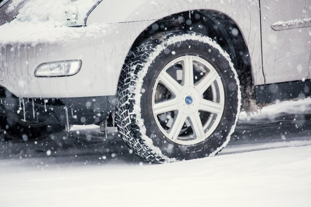 How can I rent a car equipped with studless snow tires in Japan?