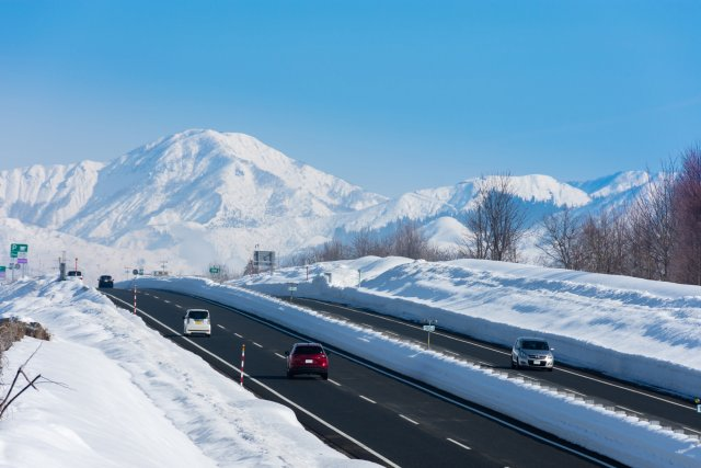 Safe driving tips for winter in Japan